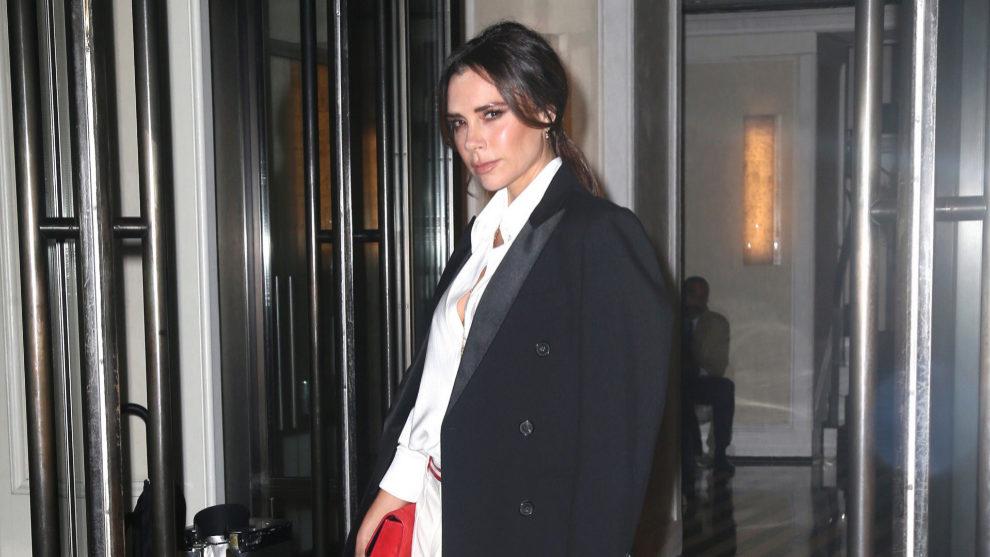 Victoria Beckham espectacular con su nuevo truco de belleza