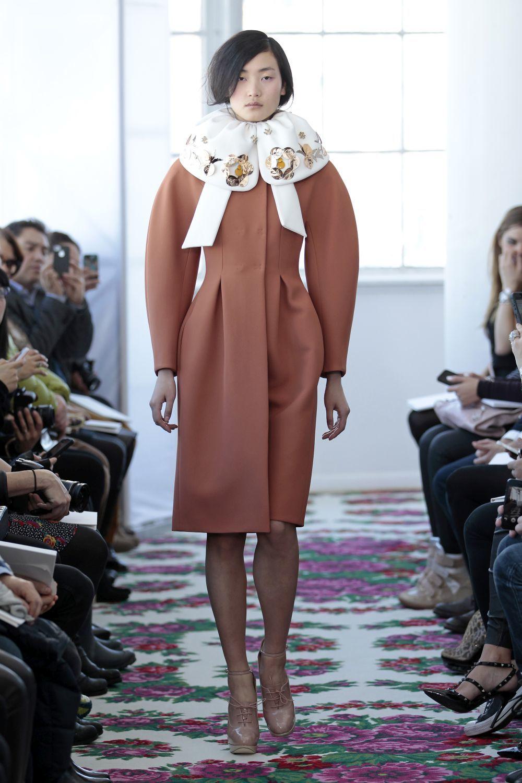 Abrigo de crepé de doble faz con manga japonesa de color arcilla y...