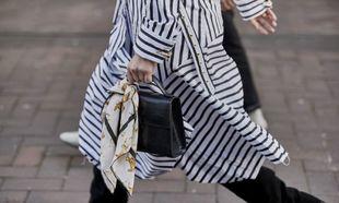 El street style lo tiene claro: así se lleva el pañuelo.