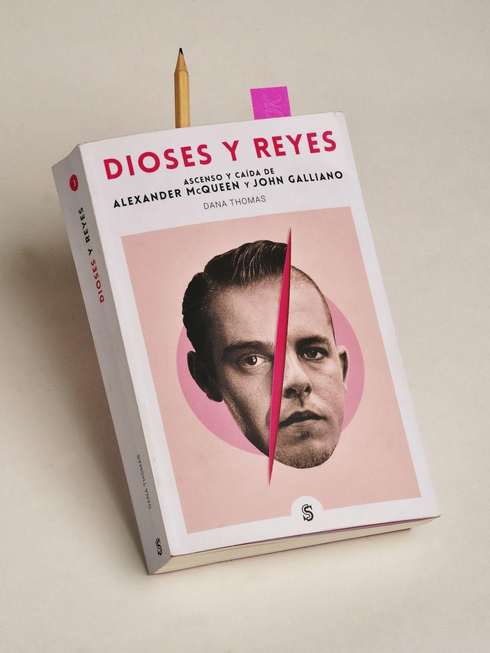 Dioses y Reyes, de Dana Thomas. Editorial Superflua.