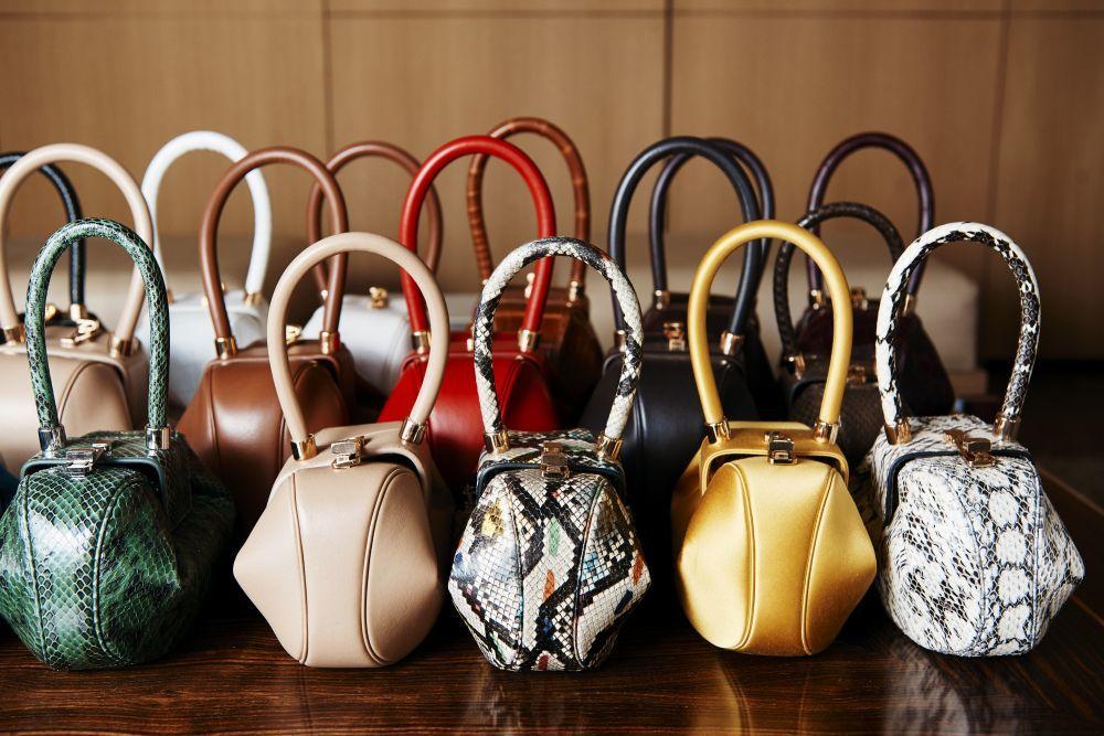 Sus bolsos tienen lista de espera.
