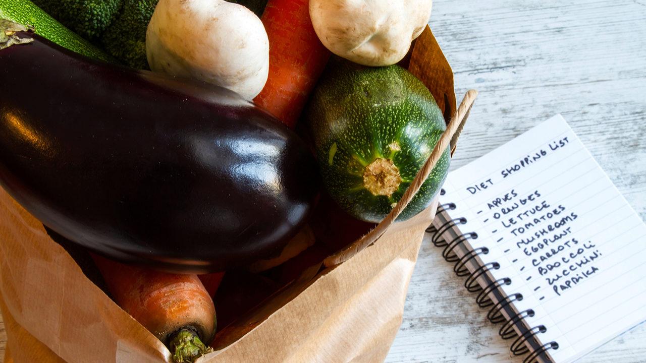 Las frutas y las verduras tienen distintas propiedades en función de...
