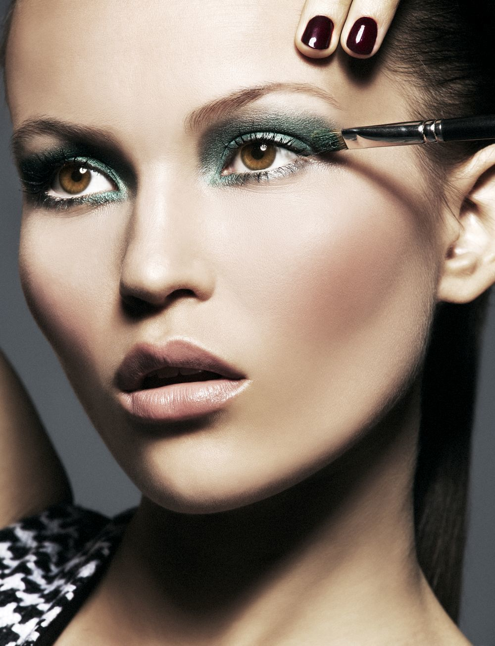 Los maquilladores te dan sus mejores trucos para aplicar tus sombras...