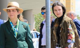 La infanta Elena y Victoria Federica, a su llegada a Sevilla
