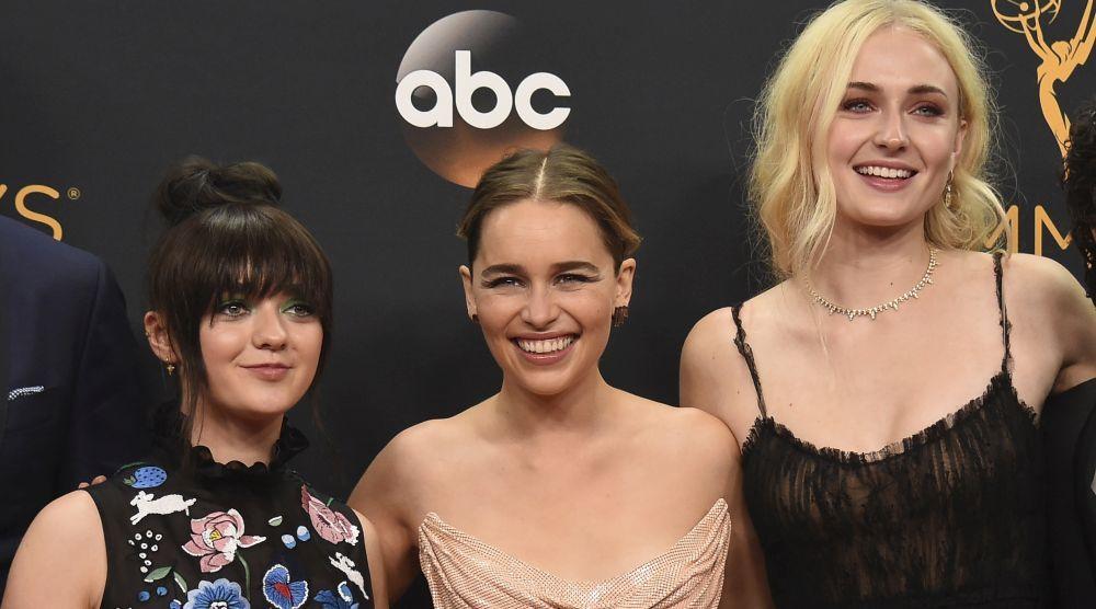 Emilia Clarke, Sophie Turner y Maisie Williams, de Juego de Tronos.