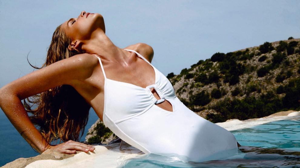La piel del escote es propensa a manchas solares, arrugas y flacidez,...