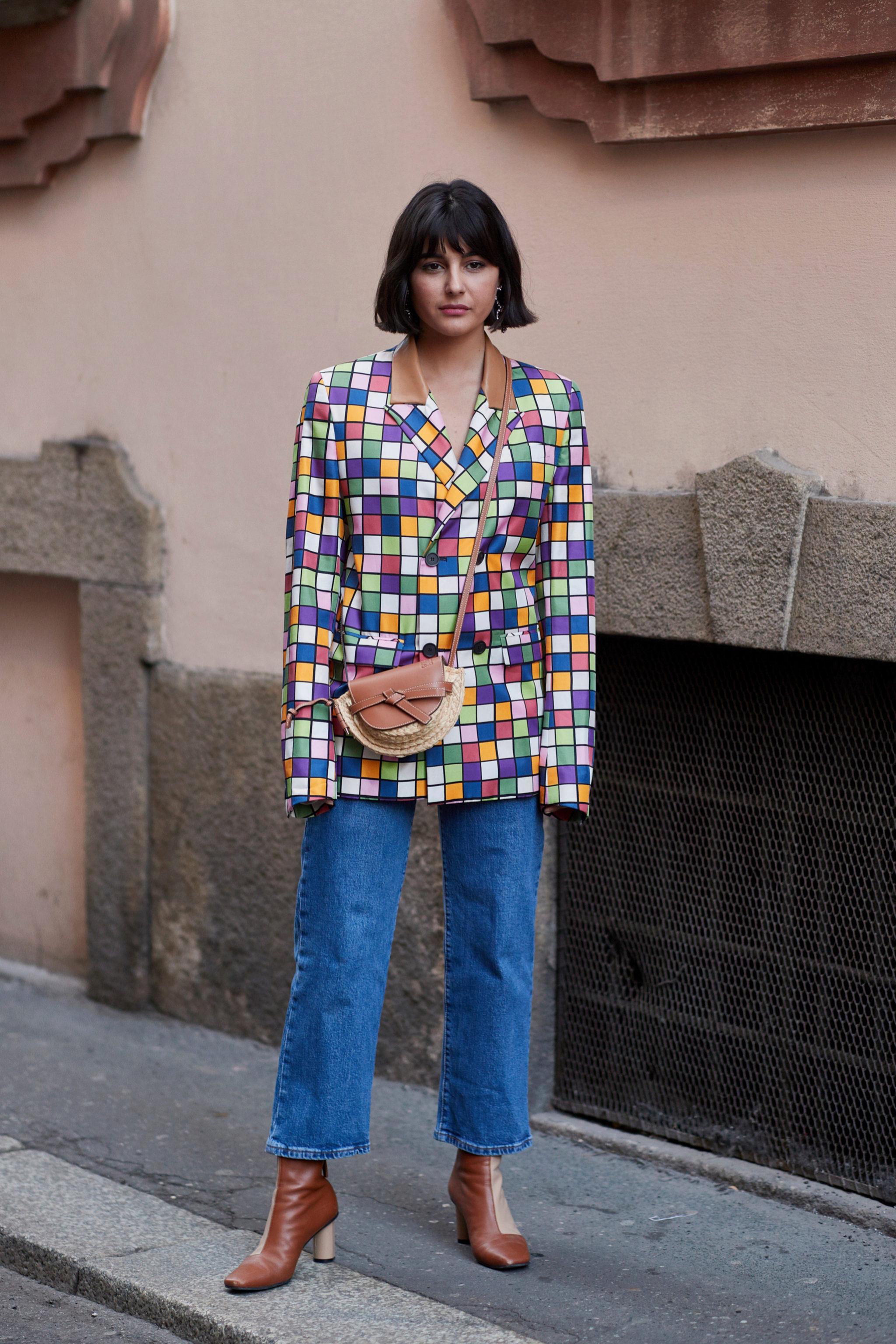 María Bernad con jeans, americana y botines de piel
