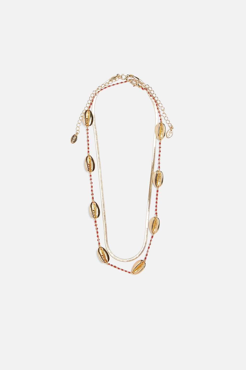 Collares de conchas, Zara (15,95 euros).