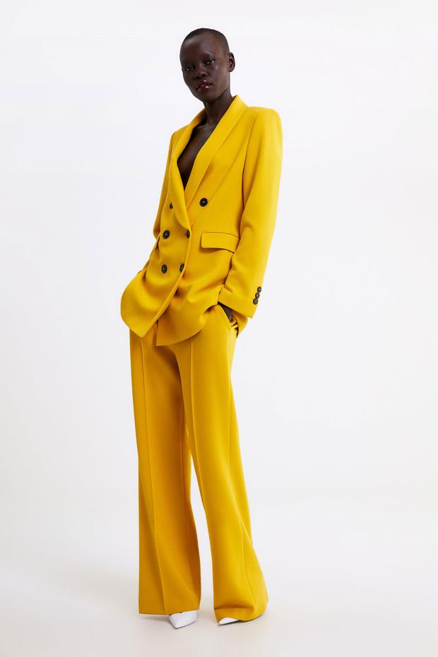 Traje sastre amarillo de Zara.