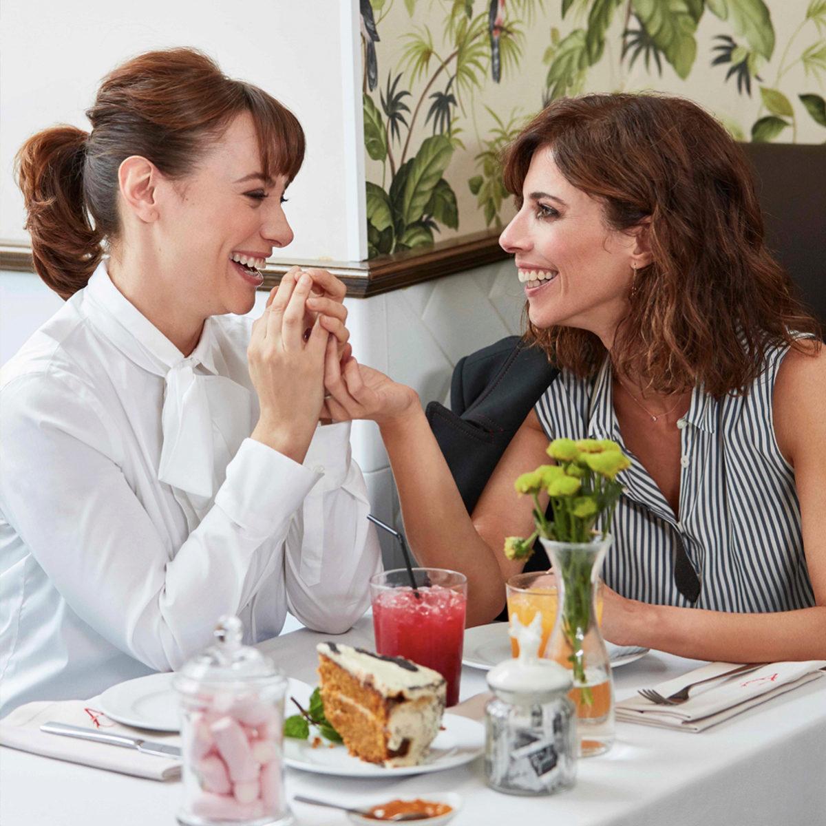 Comer con amigas puede hacer que nuestras digestiones sean más...
