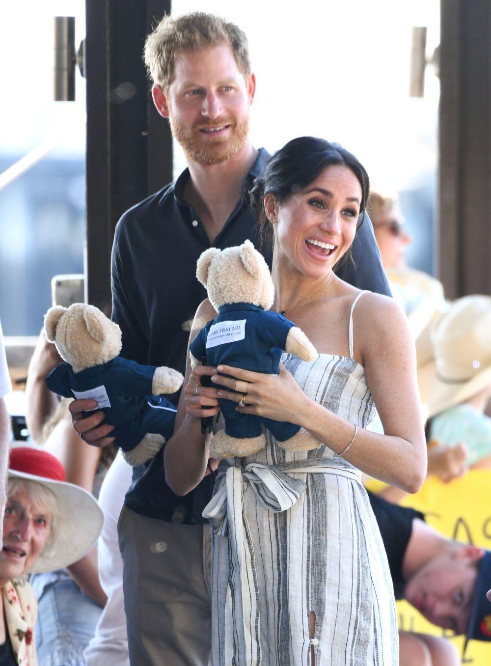 Meghan Markle y el príncipe Harry reciben regalos para su bebé.
