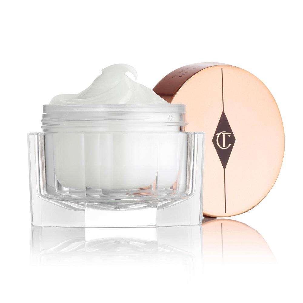 Magic Cream de Charlotte Tilbury está enriquecida con retinol, algas...