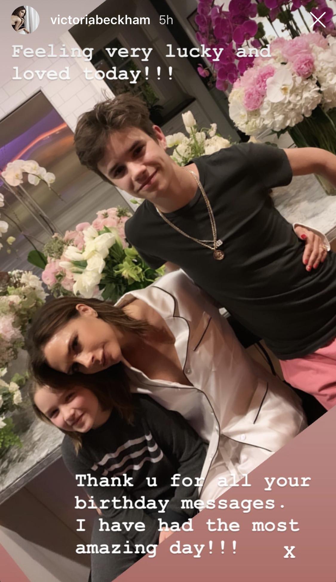 Victoria Beckham en su cumpleaños con Harper y Romeo.