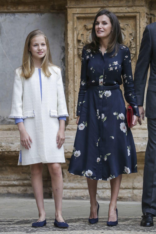 Doña Letizia elige un vestido floral de Massimo Dutti para acudir a...