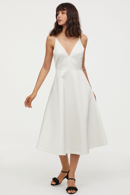 Vestido de novia midi de H&M (59,99 euros).