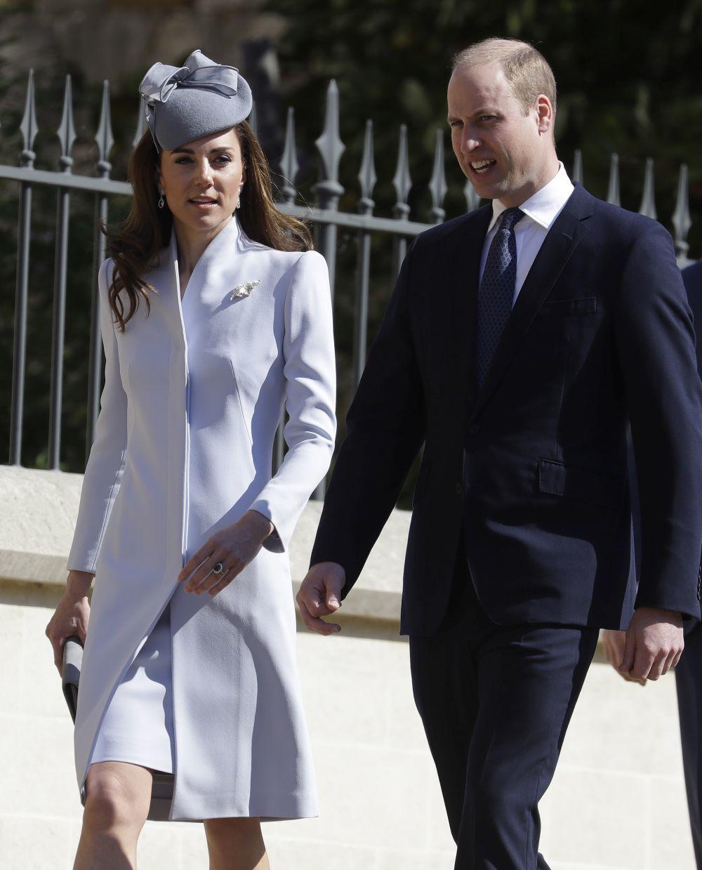 Los Duques de Cambridge llegando a la capilla de San Jorge.