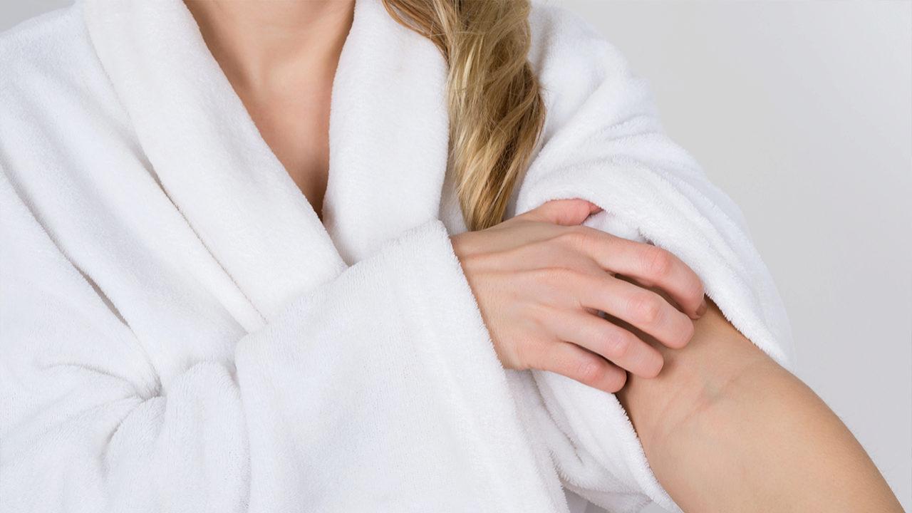 La dermatitis atópica produce picores en determinadas zonas del...