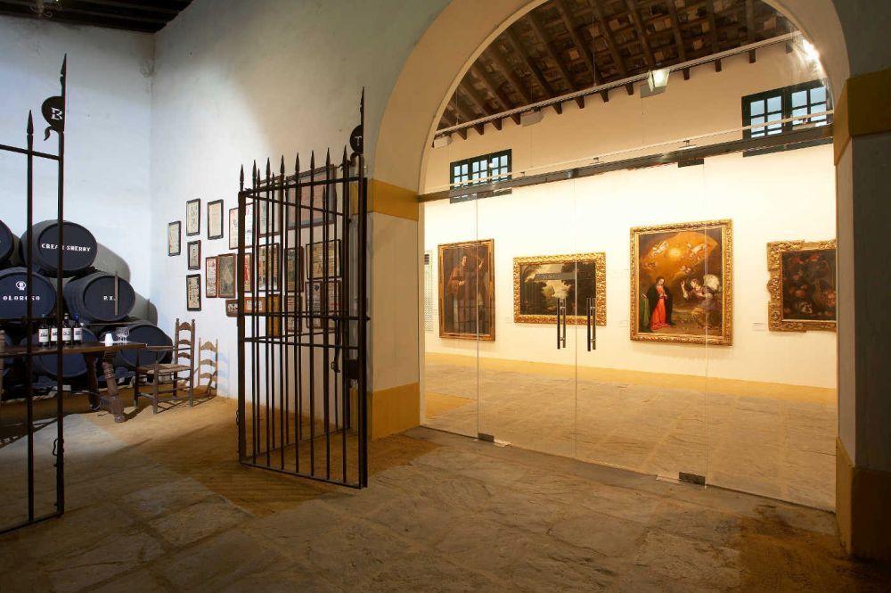 Colección de pinturas en la bodega.