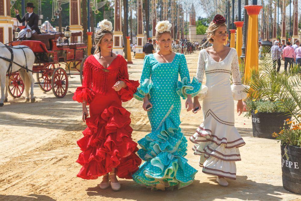 Vestidas de flamenca en la Feria del Caballo en Jerez.