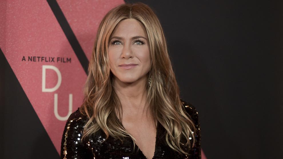 Jennifer Aniston con las mechas foilyage de moda.
