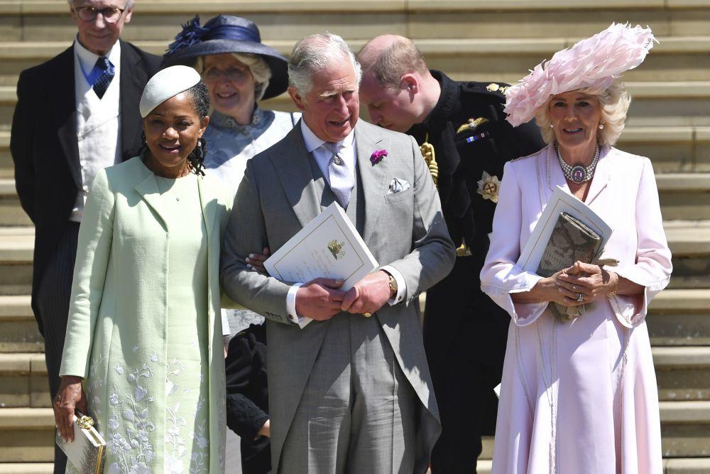 Doria Ragland con el príncipe Carlos y Camilla en la boda de Meghan y...