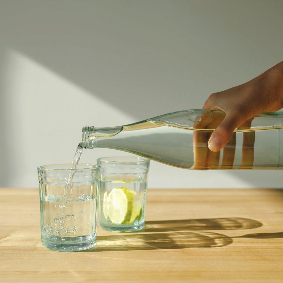 La hidratación es esencial para llevar un estilo de vida saludable.