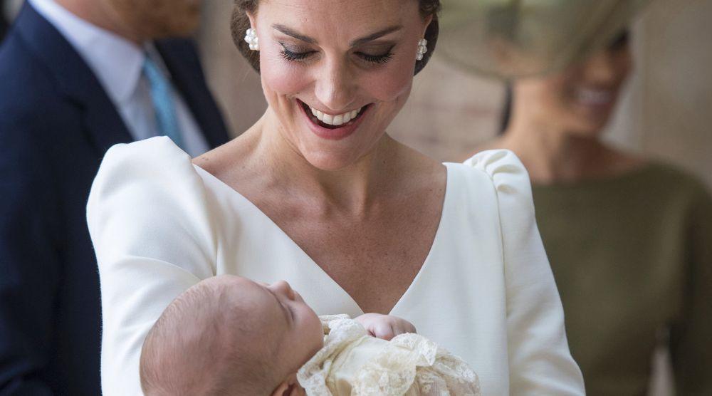Kate Middleton durante el bautizo del príncipe Louis.