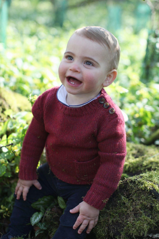 Las fotos oficiales del príncipe Louis en su primer cumpleaños.