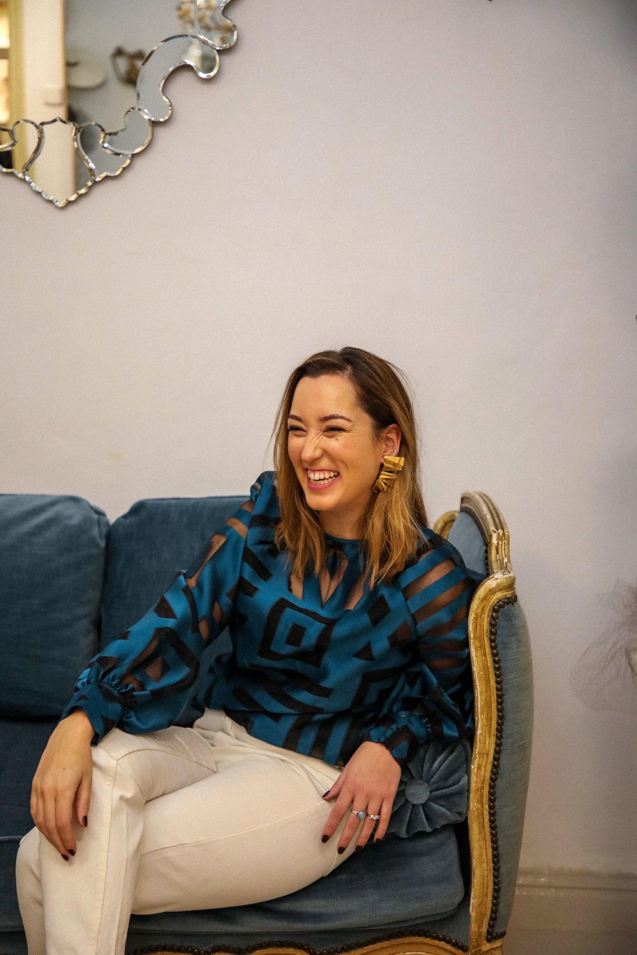 Ana María Chico de Guzmán con blusa MIGUEL MARINERO y pendientes @de_vaya.