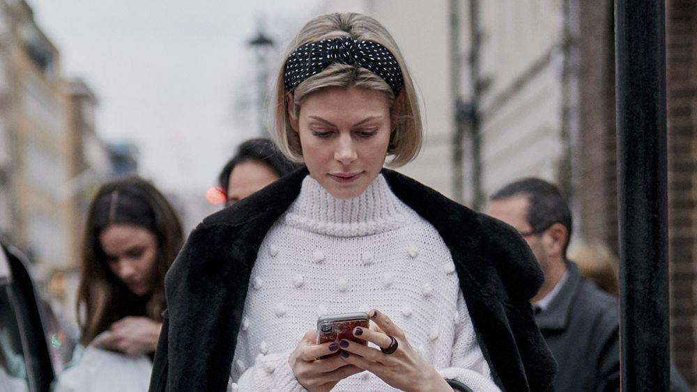 La diadema boho o tipo pañuelo adorna las melenas bob de la pasarela de Londres.