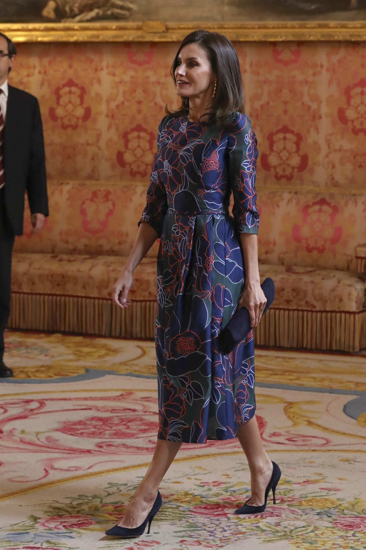 Doña Letizia con un vestido de flores de Carolina Herrera.