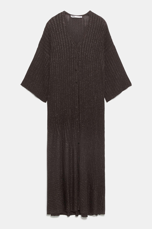 Vestido de punto con brillos con botonadura de Zara