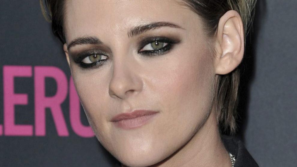 Kristen Stewart presume de ojos verdes con un maquillaje de smokey...