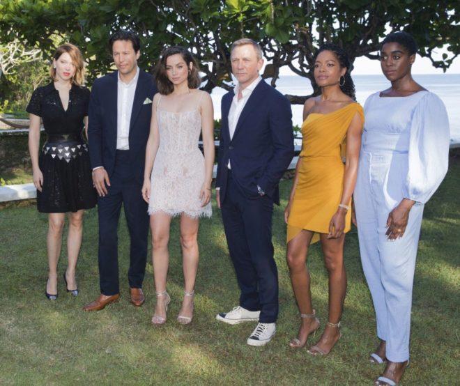 Naomi Harris, el director Cary Joji Fukunaga, Léa Seydoux, Ana de...
