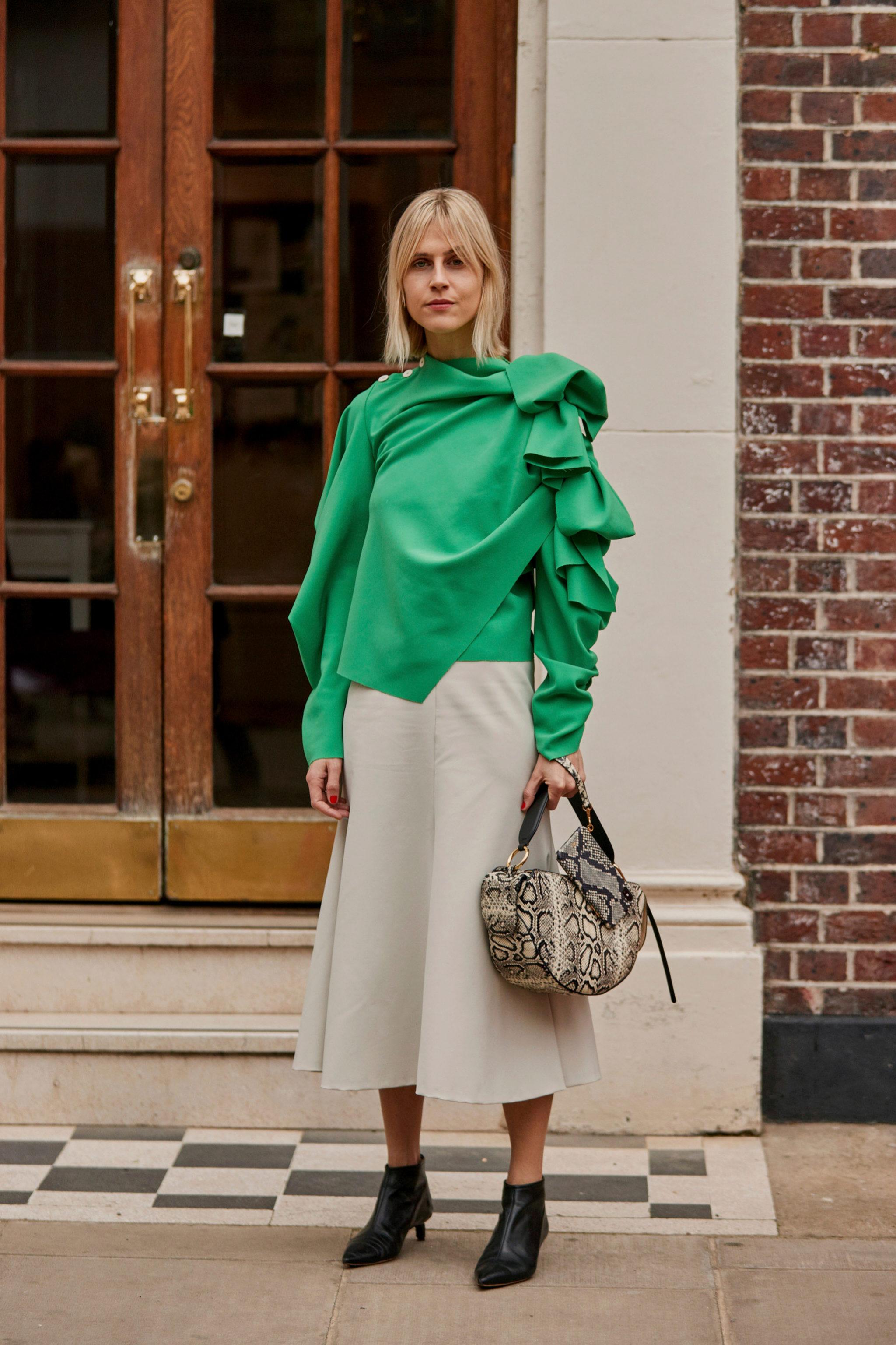 Falda midi vista en el street style de Londres.