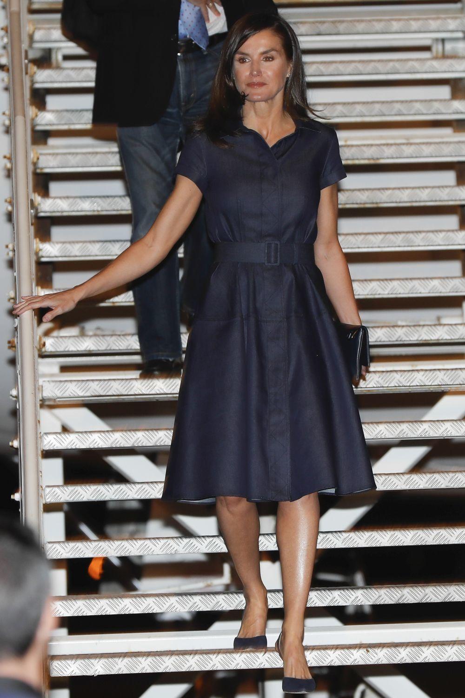 Doña Letizia con un vestido denim de Carolina Herrera.