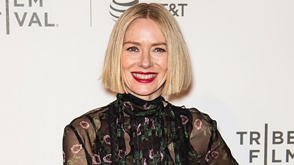 La actriz Naomi Watts en el Festival de Tribeca con su nuevo corte de...