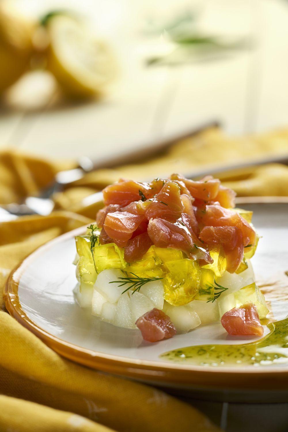 Tartar de salmón con aguacate, una buena cena para conciliar el...