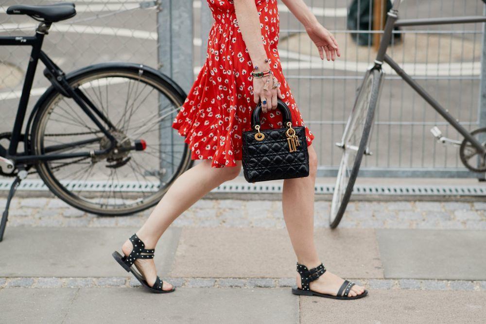 Las sandalias planas son la opción más cómoda para completar tus...