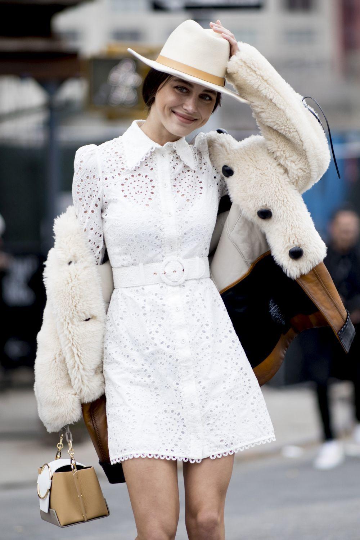 Esta primavera se llevan los vestidos blancos.