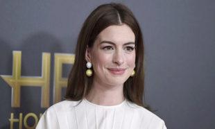 Anne Hathaway antes de estrenar nuevo corte de pelo.