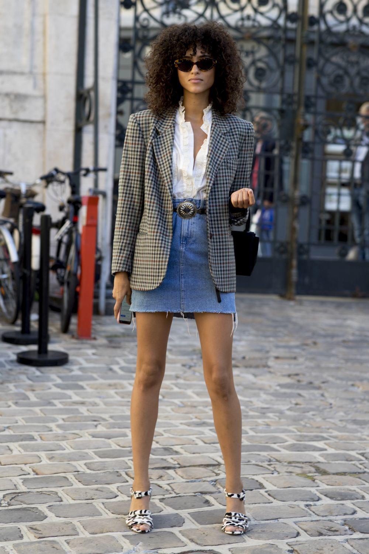 La forma más cool de llevar la falda vaquera.