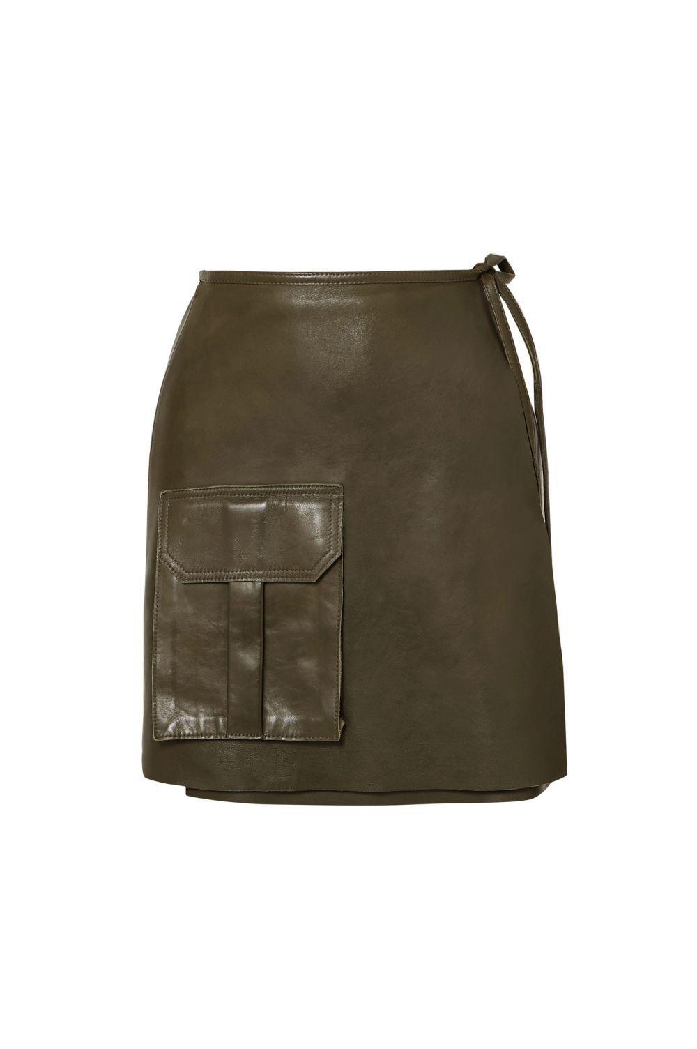 Minifalda de piel, de Ganni (290 euros)