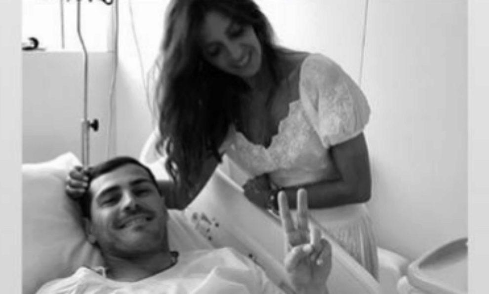 Sara Carbonero junto a Iker Casillas en el hospital de Oporto en la...