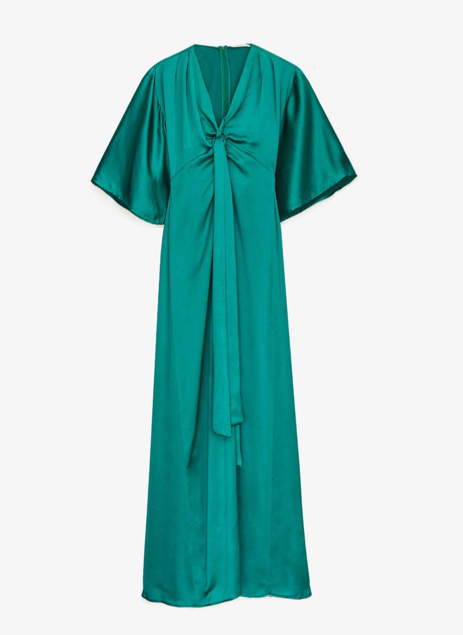 Vestido verde esmeralda con mangas murciélago de Uterqüe