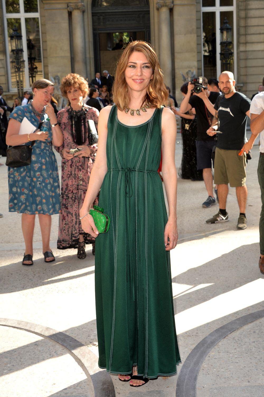 La directora Sofia Coppolacon un vestido largo de Valentino.