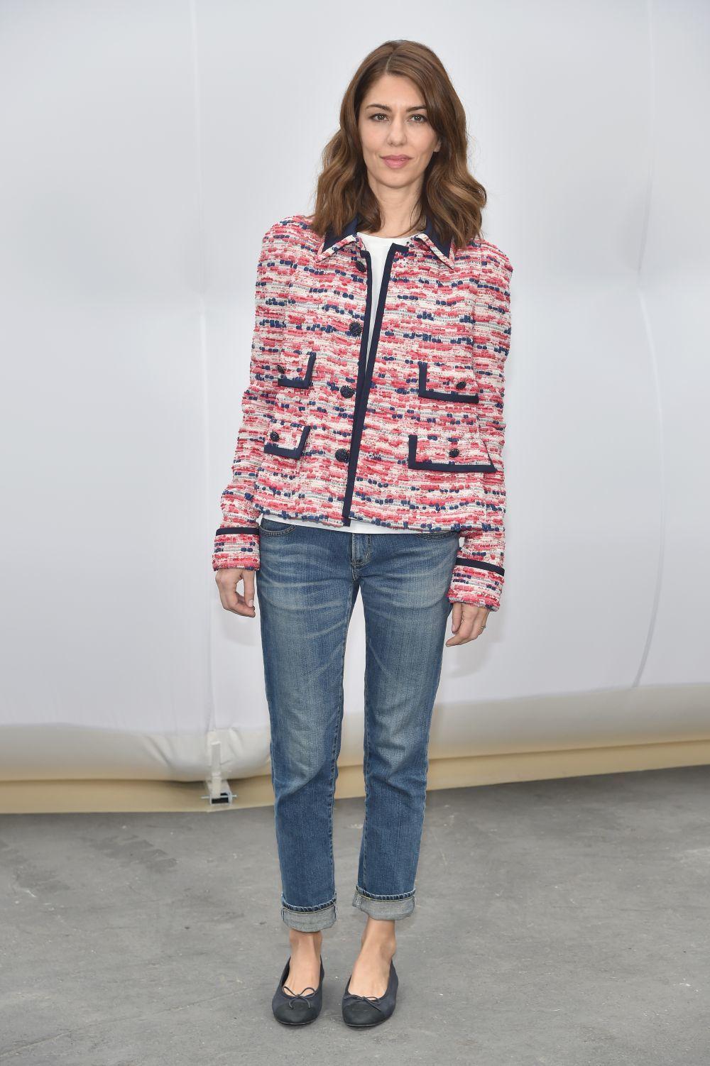 Sofia Coppola acudiendo a un desfile de Cahanel con chaqueta de la...