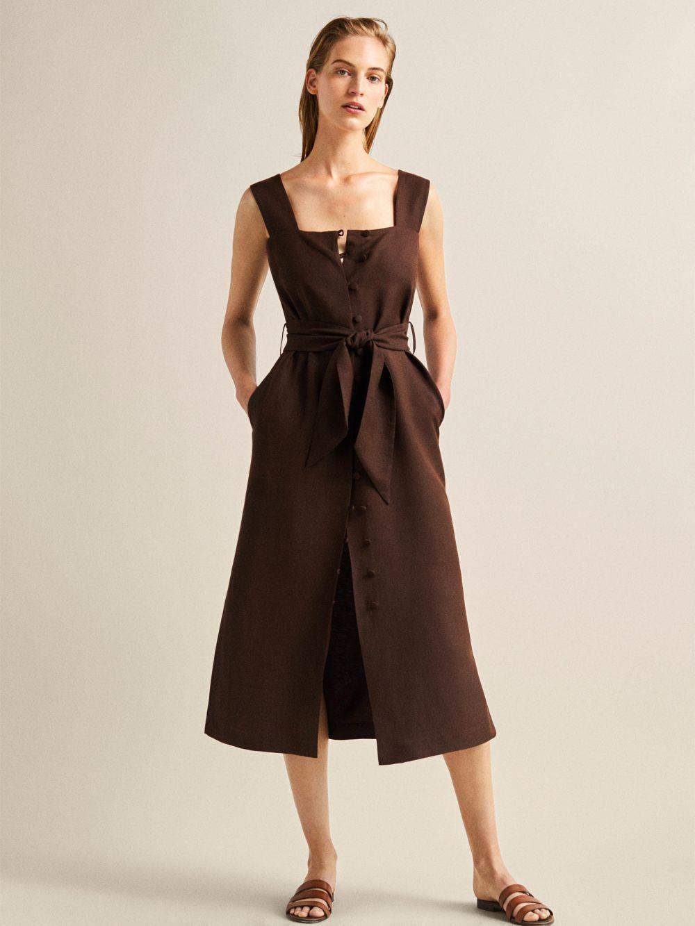 Vestido con botones y lazo, de Massimo Dutti (89,95 euros).