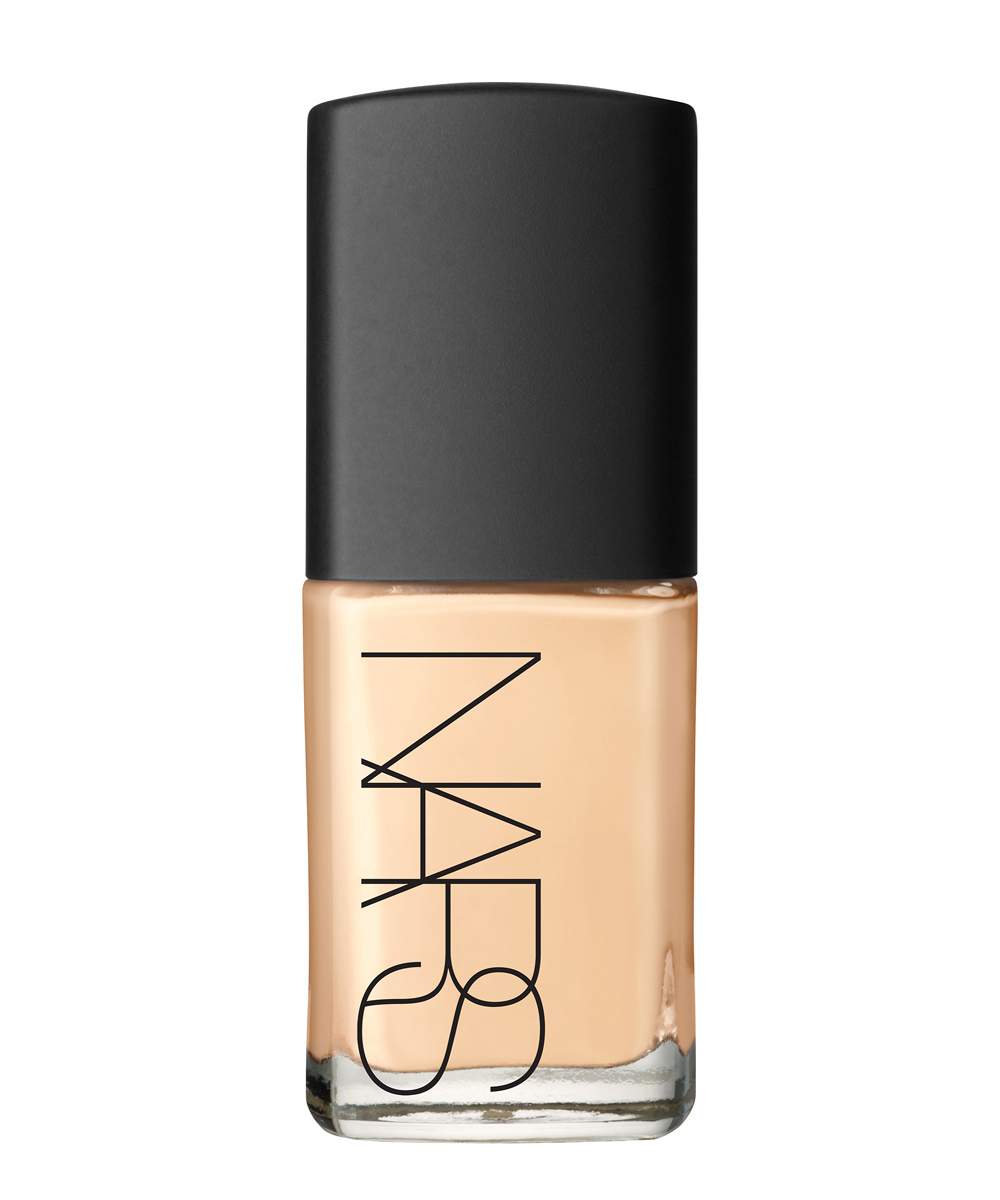 Base de maquillaje Sheer Glow Foundation de Nars