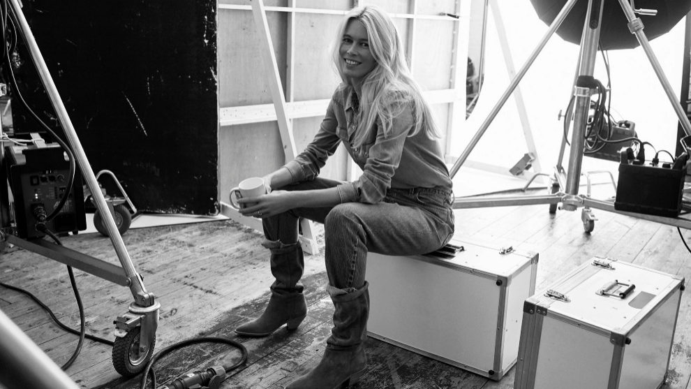 Claudia Schiffer en el backstage del estudio donde hicieron la...